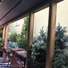 Restaurant Dayanıklı ve Şık Görünümlü Giyotin Cam Sistemleri